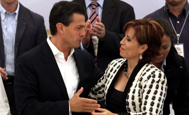 La Secretaria de Desarrollo Social Territorial y Urbano, Comandada por la Mano Que Mece la Cuna en México... y con Rosario Robles como la Cara Amable del Botox y la Política Social Mexicana